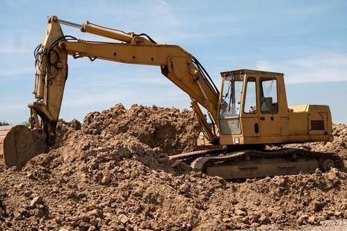 Com a terraplanagem, terrenos com declive ficam prontos para a construção com segurança